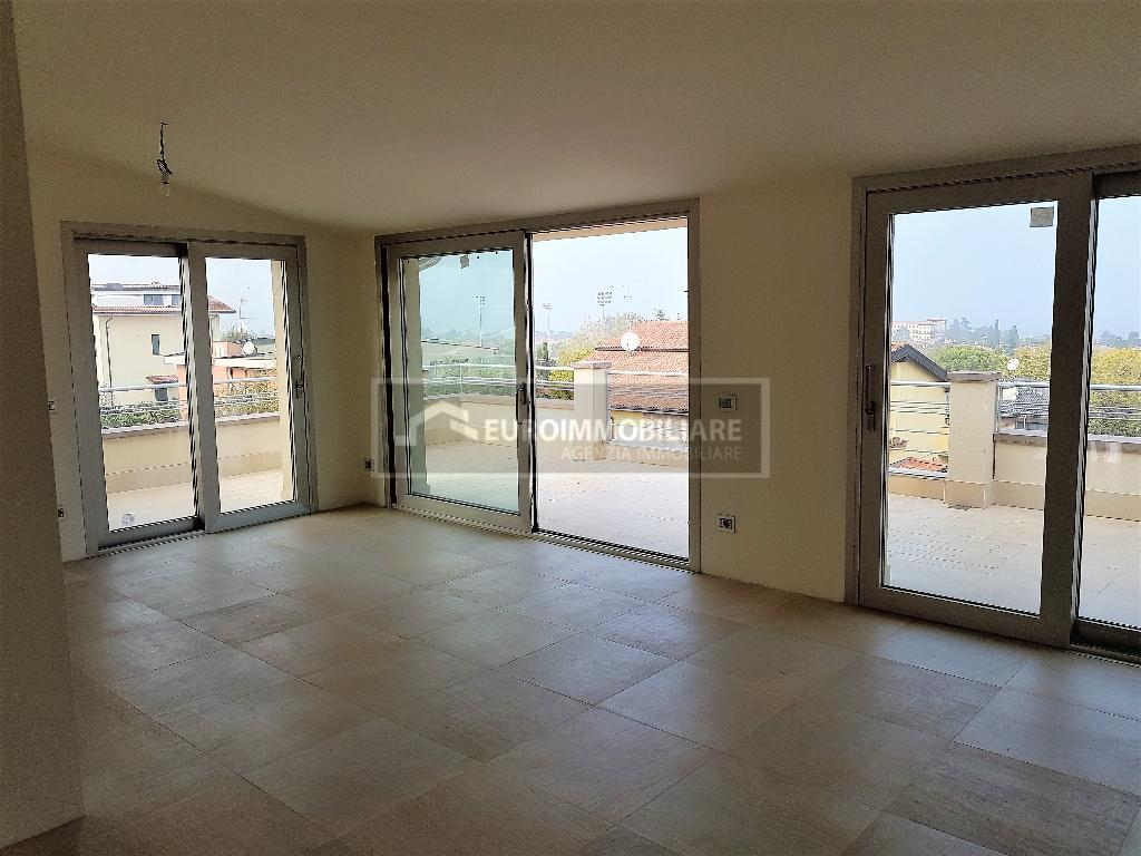 Attico / Mansarda in vendita a Desenzano del Garda, 5 locali, prezzo € 1.000.000 | PortaleAgenzieImmobiliari.it