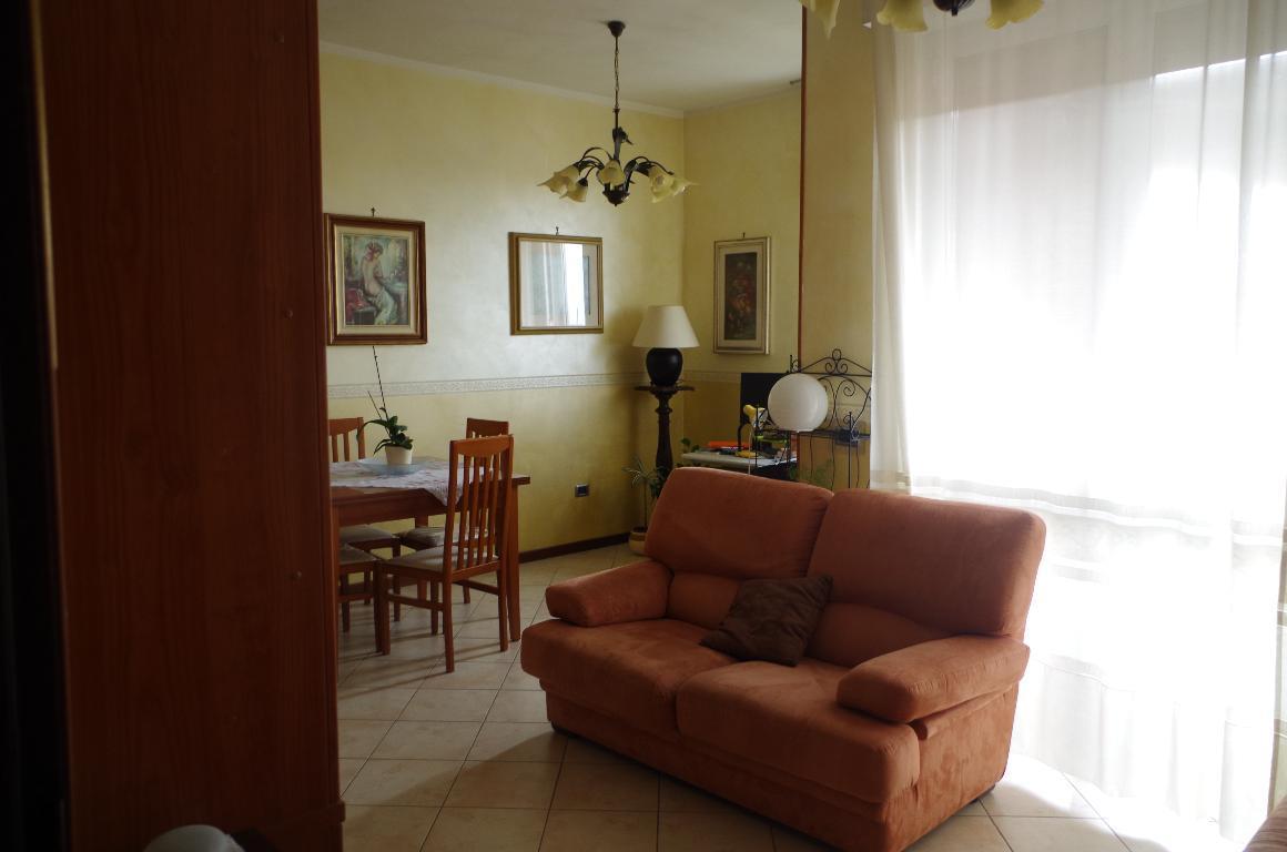 Appartamento in vendita a Gorgonzola, 4 locali, prezzo € 180.000 | CambioCasa.it