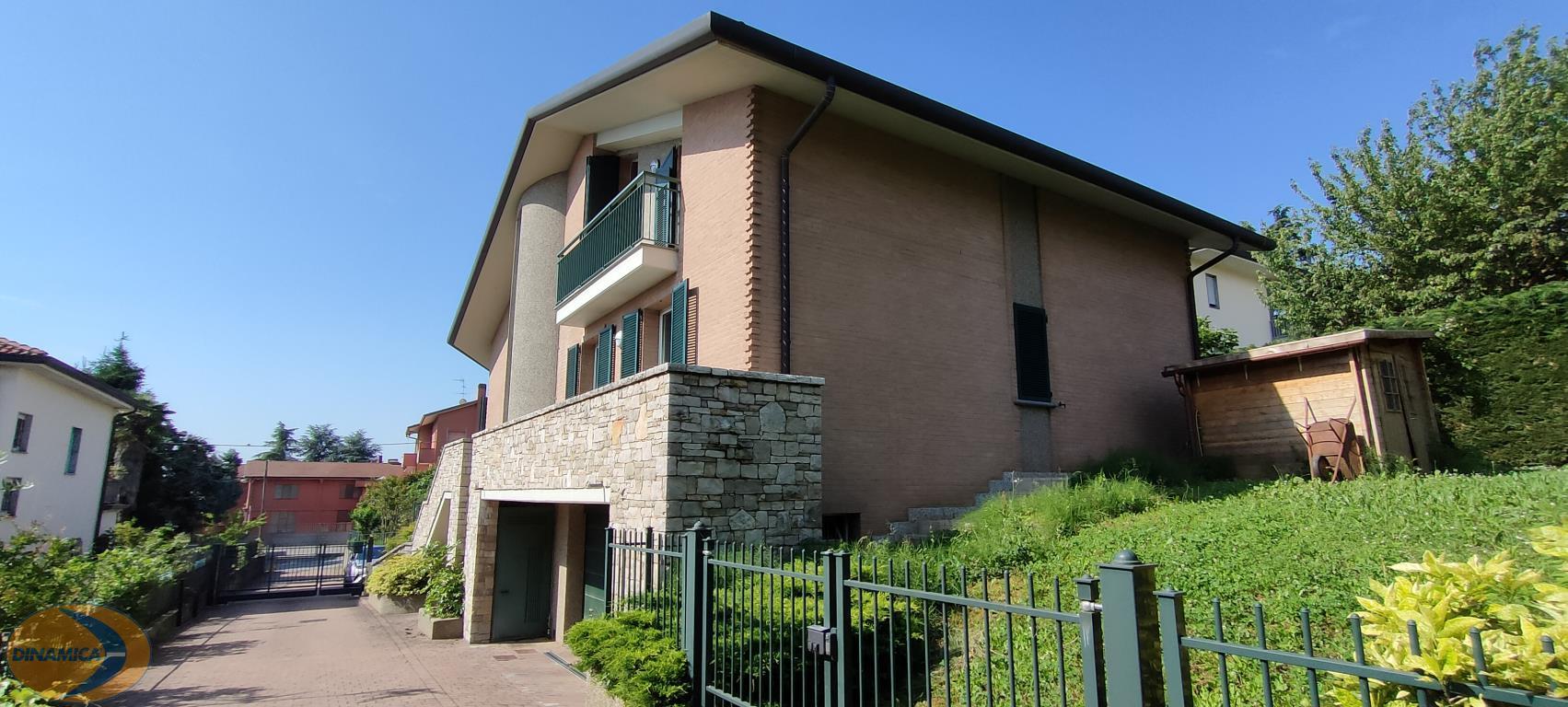 Appartamento in affitto a Casatenovo, 3 locali, zona Località: Residenziale, prezzo € 750   CambioCasa.it