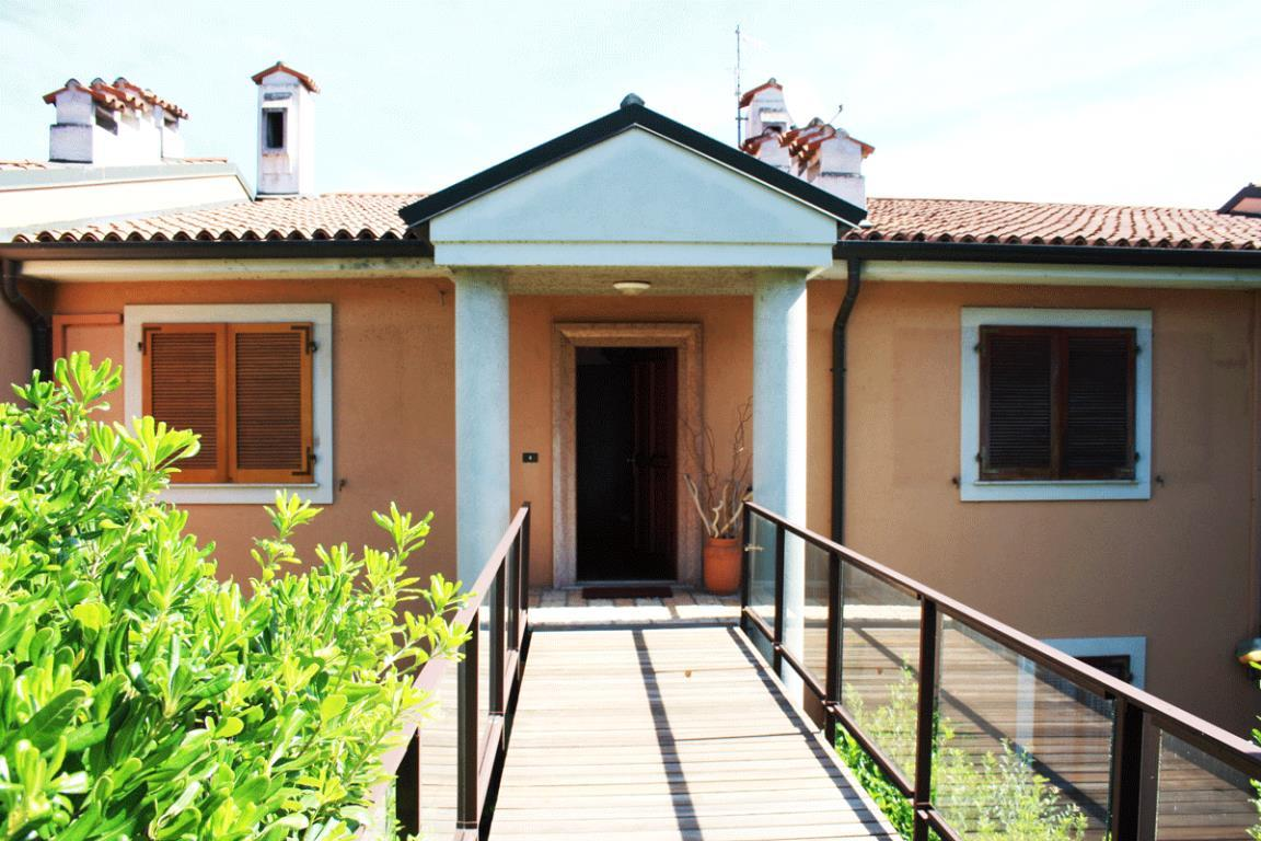 Villa trifamiliare di prestigio in centro a Desenzano del Garda