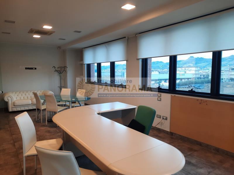 Rif. LC1175 Ufficio in affitto a Porto d'Ascoli
