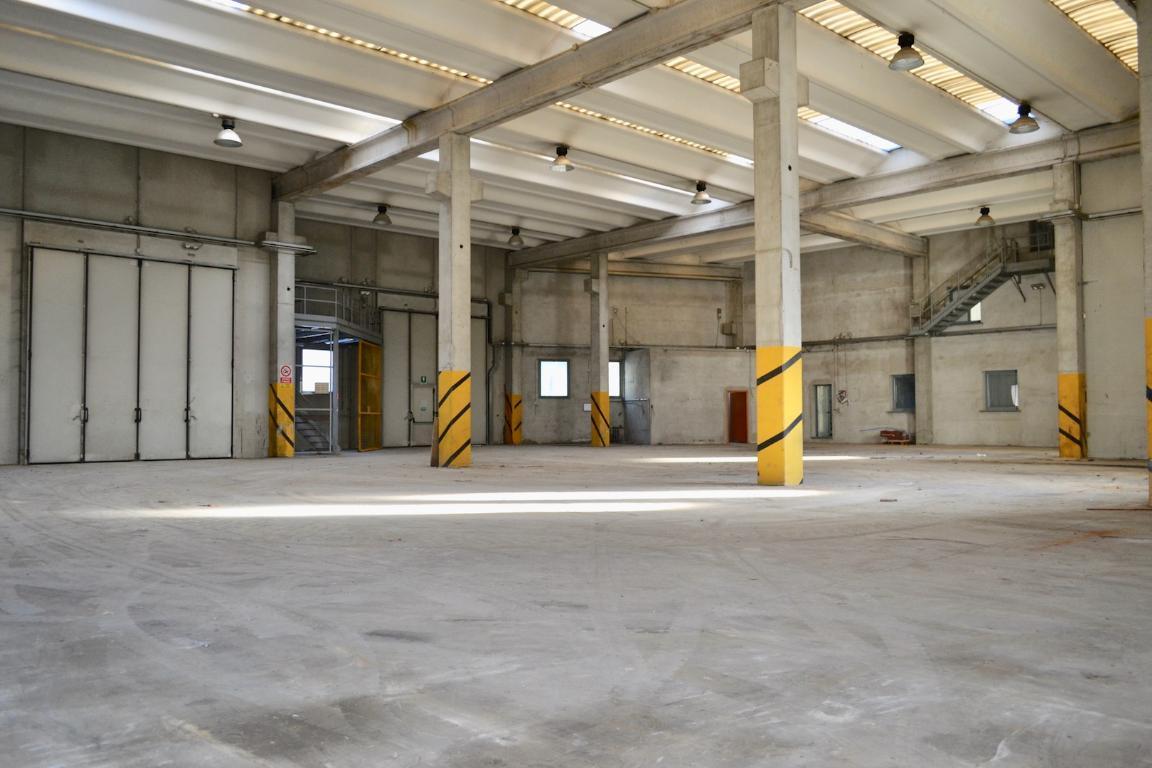 Vendita capannone Cisano Bergamasco superficie 1071m2