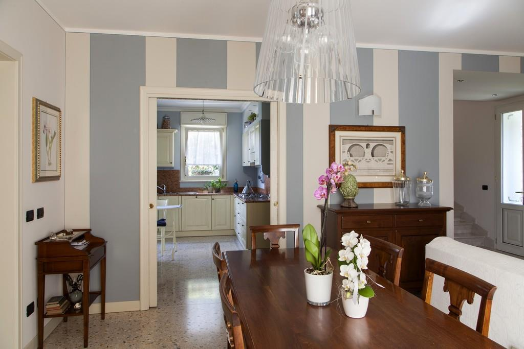 Gussago (BS) – Elegante villa singola con giardino in zona centrale - 7