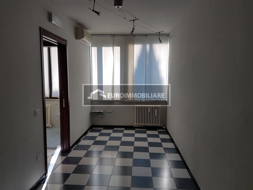 Ufficio / Studio in Affitto a Desenzano del Garda