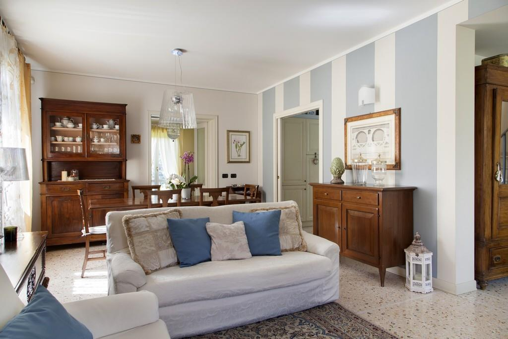 Gussago (BS) – Elegante villa singola con giardino in zona centrale - 6