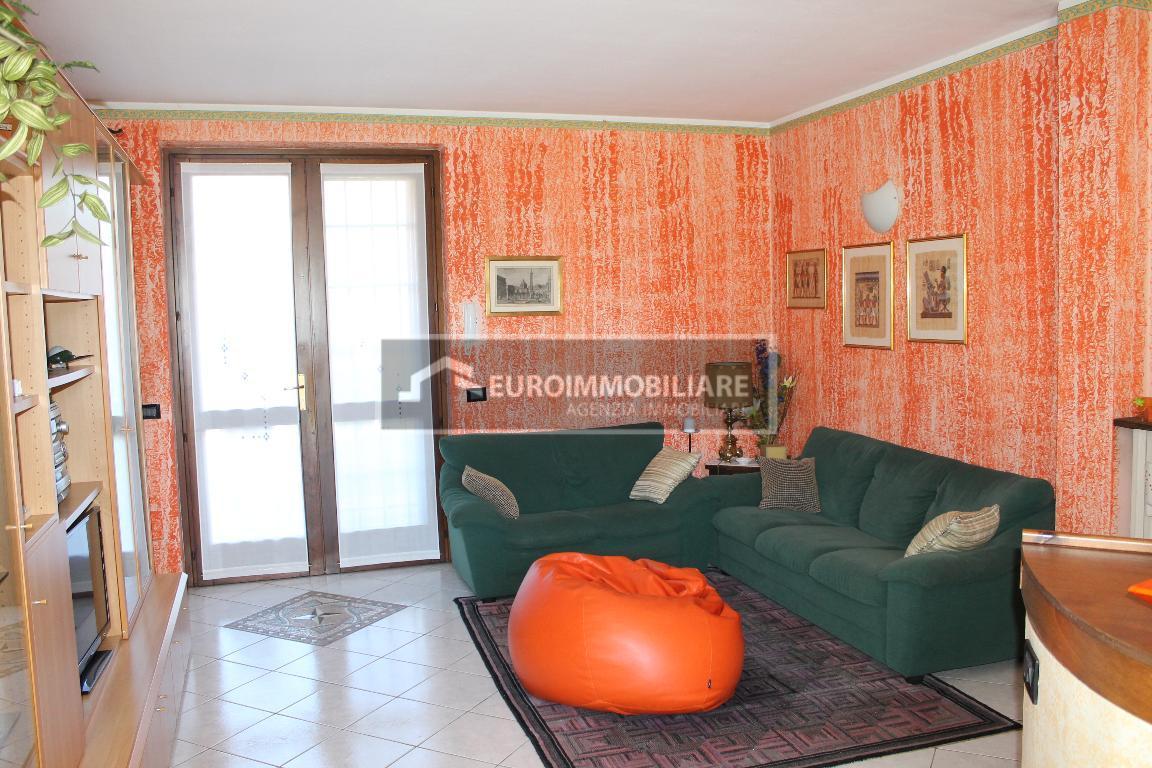 Appartamento in vendita a Lonato, 4 locali, prezzo € 220.000 | CambioCasa.it
