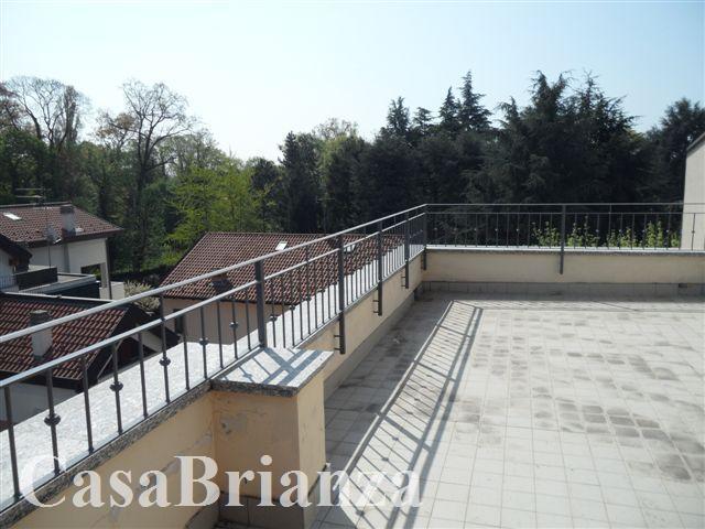 Attico / Mansarda in vendita a Biassono, 5 locali, zona Località: Parco di Monza, prezzo € 375.000 | PortaleAgenzieImmobiliari.it