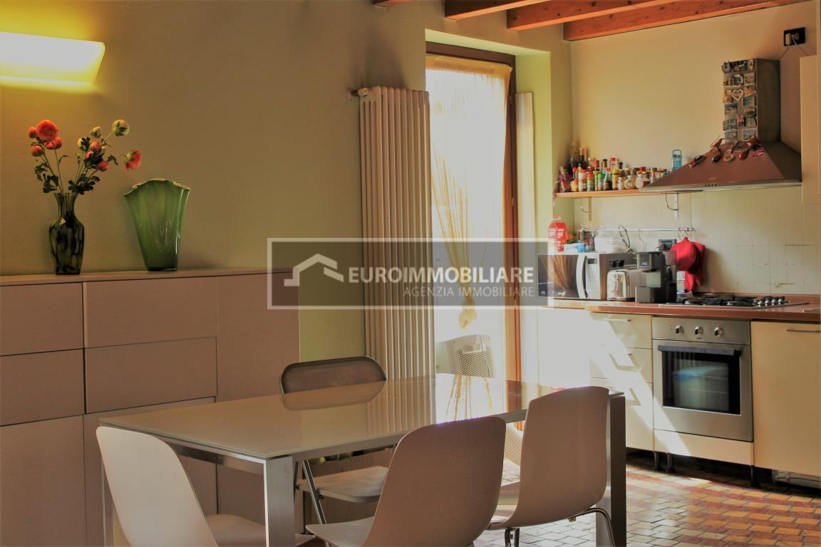 Appartamento in vendita a Desenzano del Garda, 3 locali, prezzo € 380.000 | CambioCasa.it