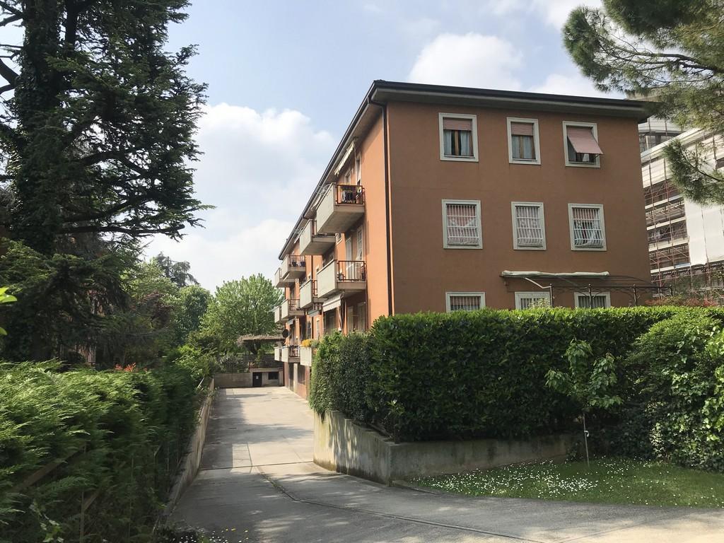 Brescia – Mompiano – Trilocale arredato con cantina e box doppio - 1