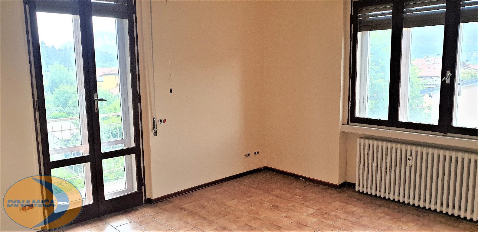 Appartamento in vendita a Brivio, 3 locali, zona Località: Centro, prezzo € 114.000 | CambioCasa.it