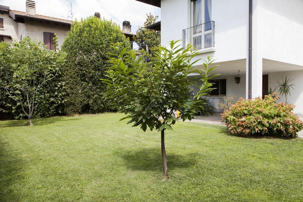 Gussago (BS) – Elegante villa singola con giardino in zona centrale - 3