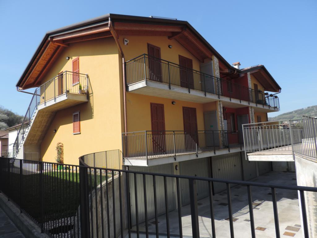 Appartamento in vendita a Palazzago, 3 locali, prezzo € 160.000 | CambioCasa.it
