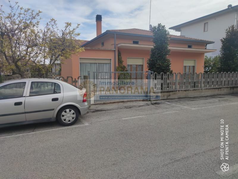 Rif. FG1623 Vendesi villa ad Alba Adriatica