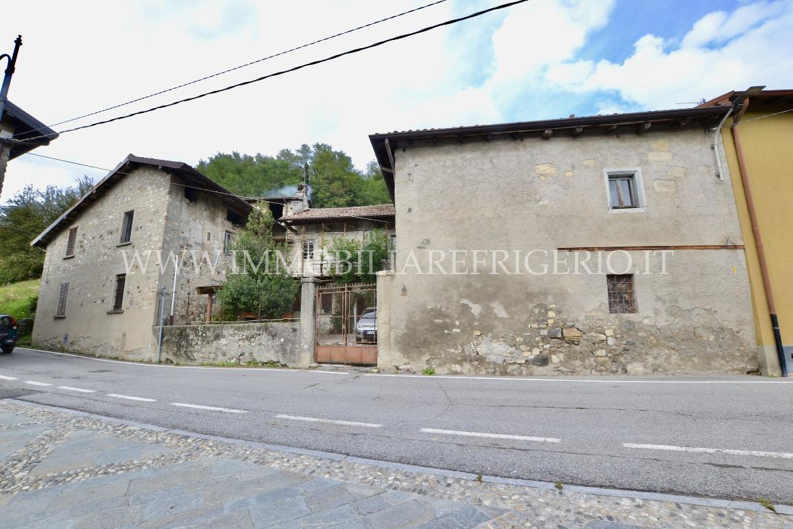 Vendita rustico Caprino Bergamasco superficie 280m2