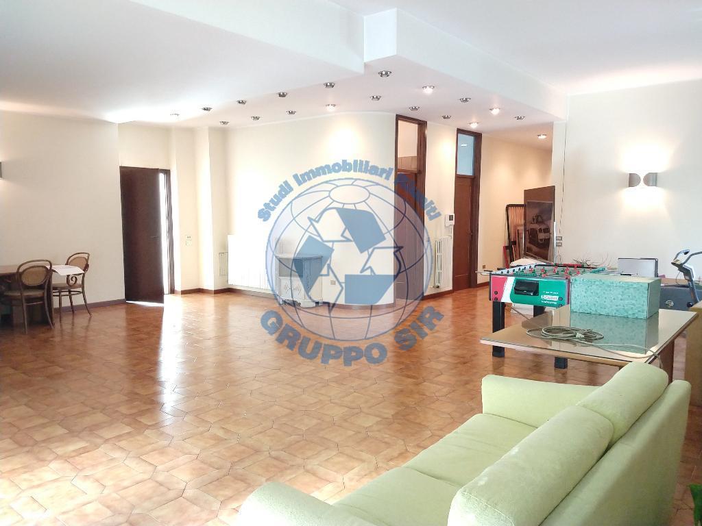 Appartamento in vendita a Monza, 6 locali, zona Località: Cederna, prezzo € 450.000 | PortaleAgenzieImmobiliari.it