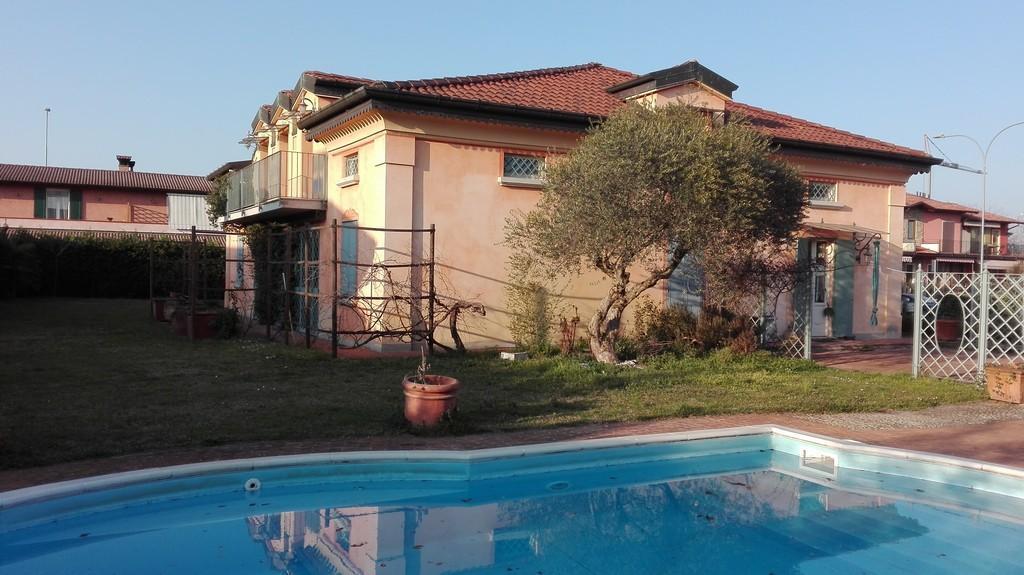 Elegante villa singola con ampio giardino e piscina - 4